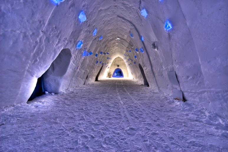 Montreal Ice Hotel tunnel leading to the rooms