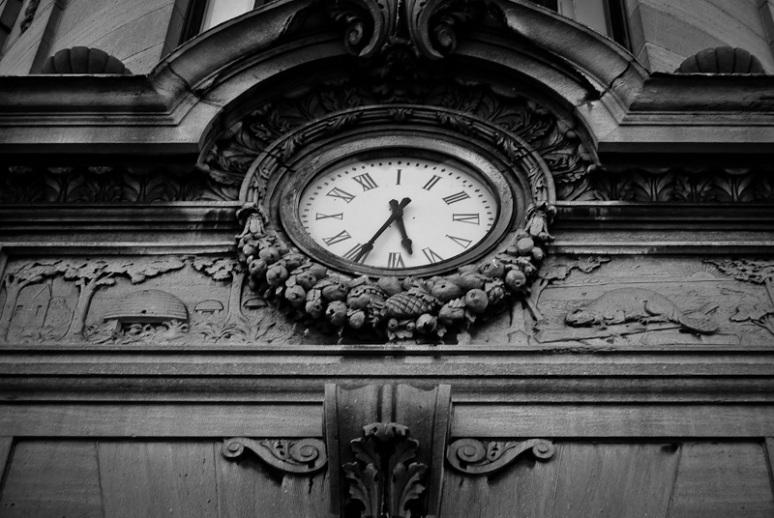 Clock above MEXX store on rue Saint Denis