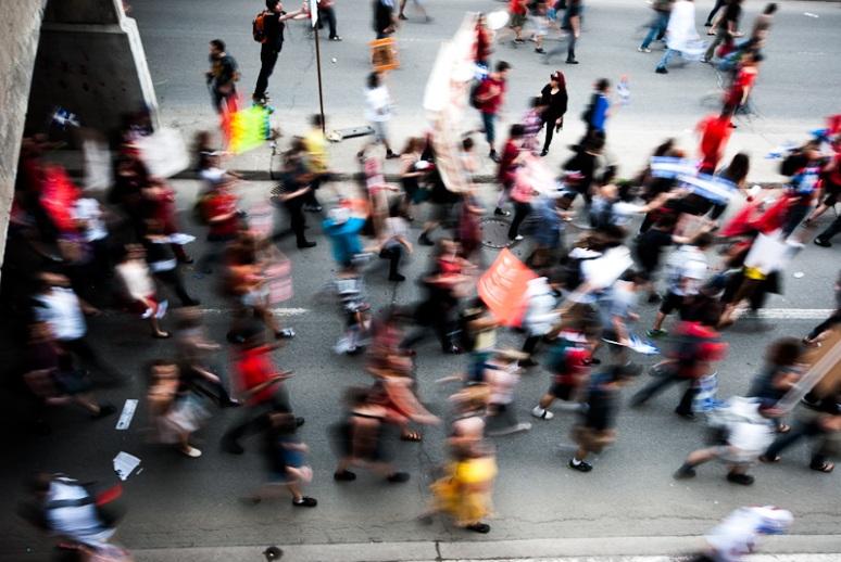 Student march heads down rue Berri