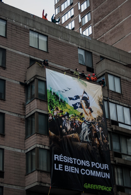 Greenpeace banner on ave du Parc