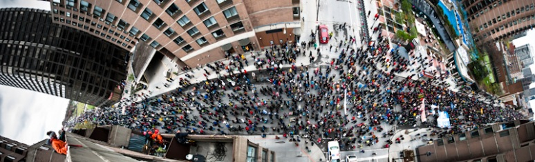 Panorama of Earth Day march up ave du Parc