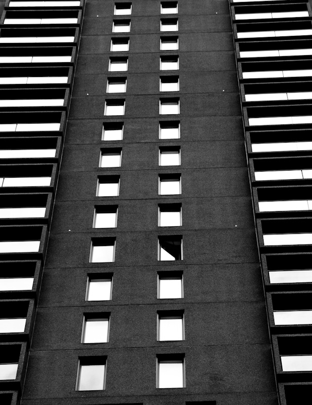 Zipper building on de Maisonneuve