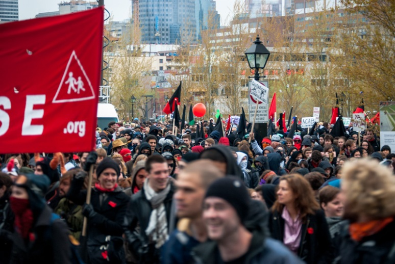 Anti-Capitalist March sets off from Champ de Mars