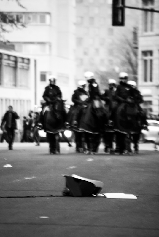 Mounted police on rue Jeanne-Mance