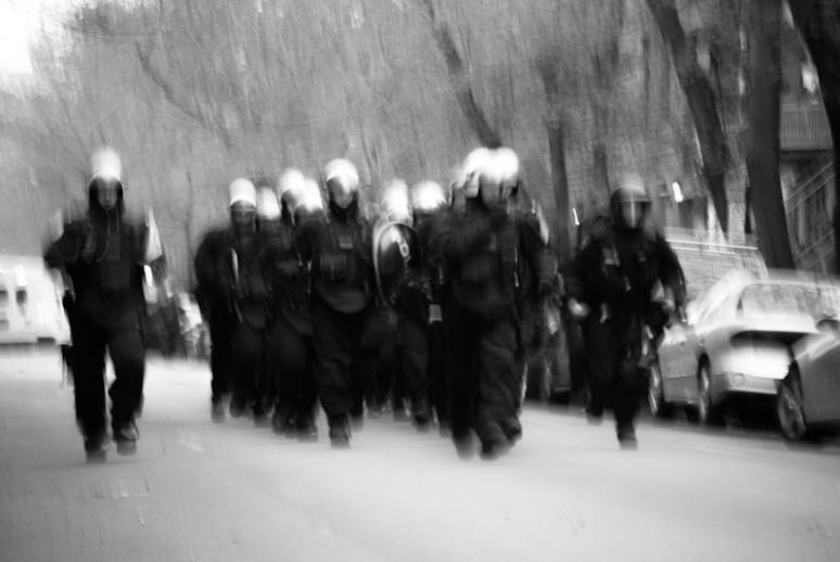Police reinforcements on rue Jeanne Mance