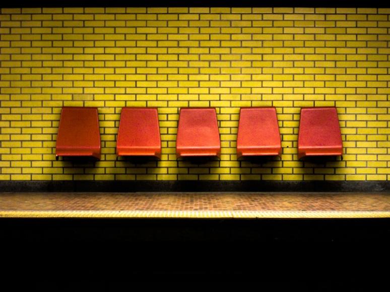 Joliette metro platform seats