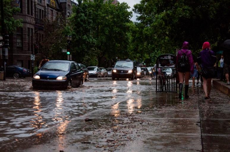Flooded rue Prince Arthur