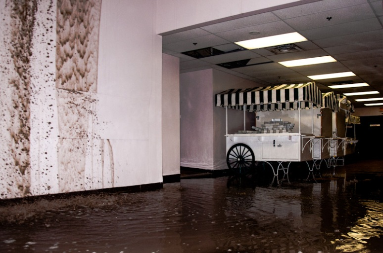 Flooding at La Cité shopping mall