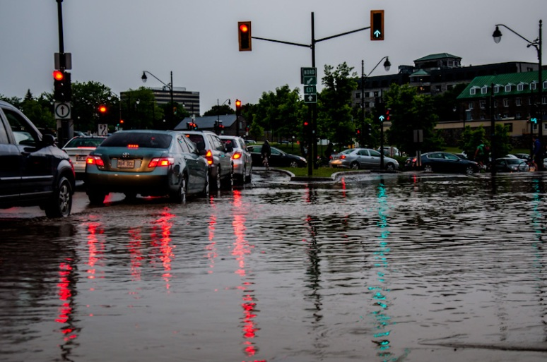 Flooded ave des Pins