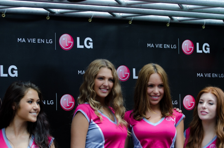 LG booth girls