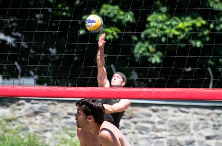 Beach volleyball competition on Jeanne-Mance park