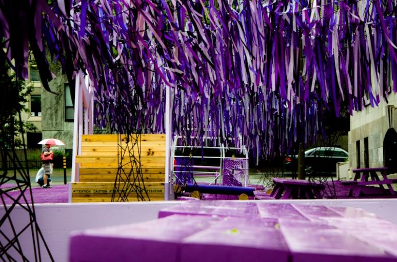 rue Victoria turns purple