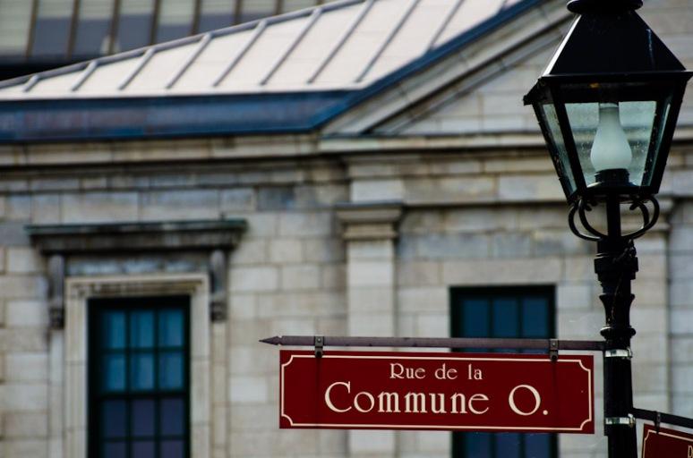 Rue de la Commune street sign