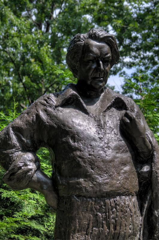 Monument to Félix Leclerc in Parc Lafontaine
