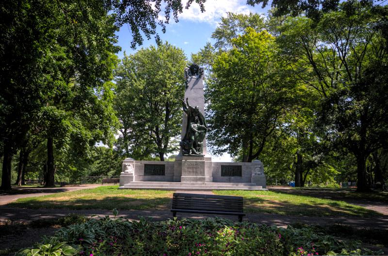 Monument to Dollard des Ormeaux