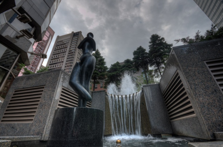 Danseuse sculpture and fountain by Zoya Niedermann