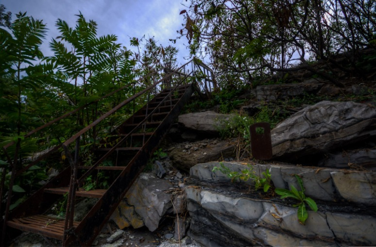 Steps leading to Saint Lawrence river