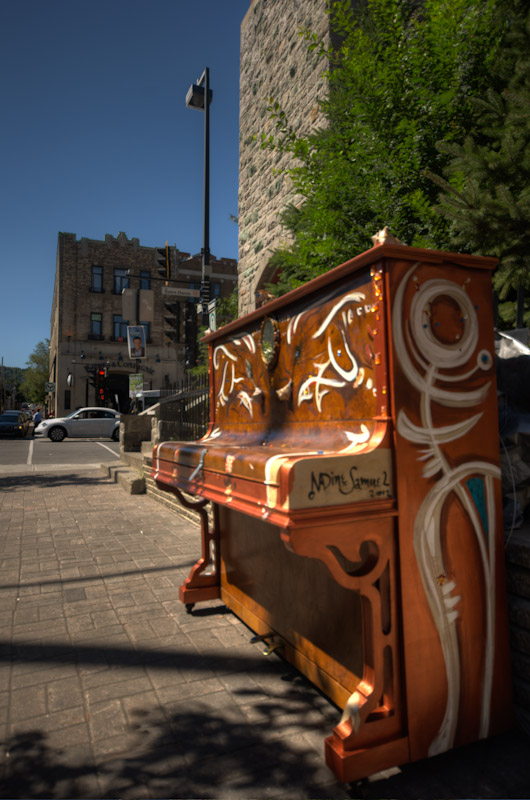 Piano installation on Saint Denis/Marie-Anne
