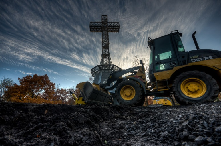 Mount Royal cross renovation