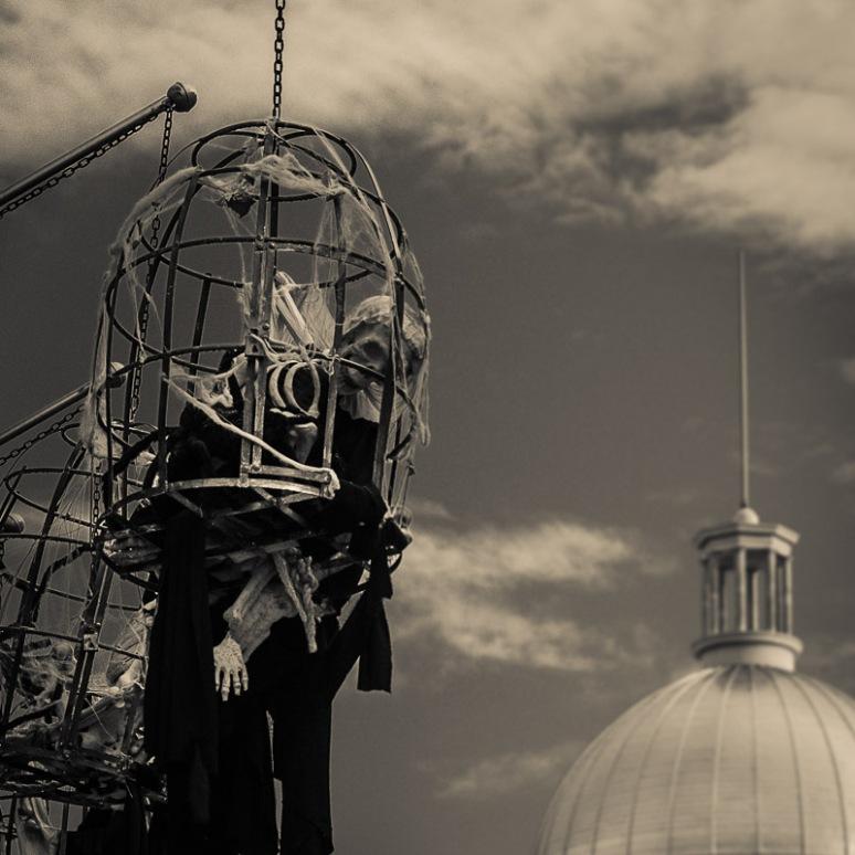 Skeletons on rue Saint Paul